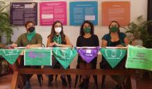 Presentan exposición Exvotos de mujeres católicas que han abortado, a 2 años de legalización en Oaxaca