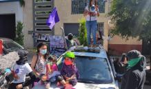 """Va """"Patrulla Feminista"""" por deudores alimentarios en Oaxaca; embarran heces en centros laborales"""