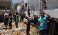 Migrantes en espera de subir a La Bestia