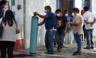 Reportan filas en Oaxaca de Juárez para adquirir oxígeno; 9 de cada 10 enfrentan Covid en casa