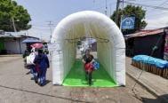 Pese a dudas sobre su efectividad, instalan túneles de sanitización en Oaxaca