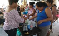 En Unión Hidalgo, más de 100 mujeres zapotecas aprenden a hacer gel antibacterial con herbolaria