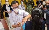 Tres enfermeras del Hospital Civil, las primeras vacunadas contra Covid-19 en Oaxaca