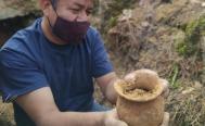Hallan restos de la nobleza zapoteca y cerámica de hace mil años dentro de antigua tumba en Ixtlán, Oaxaca