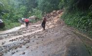 Intensas lluvias dejan daños en al menos tres carreteras de Oaxaca