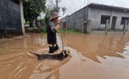 Desbordamiento del río Los Perros por lluvias afecta al menos a mil viviendas en Juchitán, Oaxaca