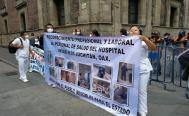 Personal médico que combatió el Covid-19 en Oaxaca exige audiencia con AMLO, tras quedar sin empleo