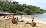 Turistas huyen hasta de destinos sin cierre total de playas; en Puerto Escondido cayó 20% la ocupación