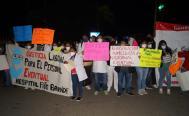 Por más de 2 mil despidos, protestan trabajadores de la Salud afuera de la mañanera de AMLO en Oaxaca