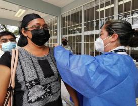 """Vacuna antiCovid da esperanza a maestros de Oaxaca; """"faltan los niños para retornar en paz a las aulas"""""""