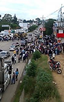 Inicia Sección 22 del SNTE bloqueos en principales carreteras de Oaxaca