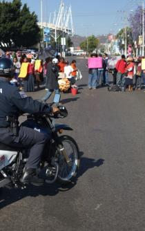 Desquician por tercer día con bloqueos y marchas, capital de Oaxaca