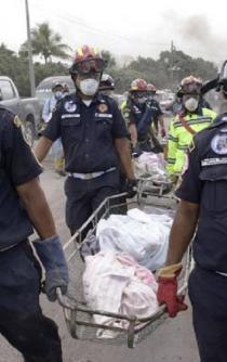 Sube a 99 la cifra de muertos por erupción del Volcán de Fuego en Guatemala