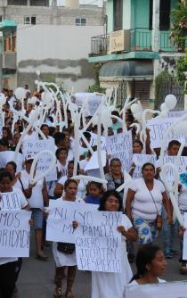 Marchan por paz y justicia en Juchitán, a una semana de triple asesinato