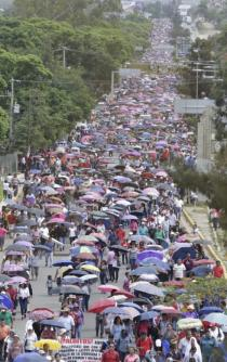 Marcha Sección 22 en conmemoración de intento de desalojo de 2006
