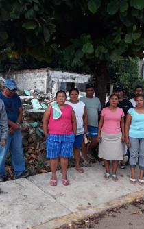 Retienen habitantes de Chicapa de Castro a español que defraudó a damnificados
