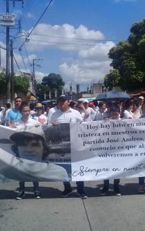 En silencio marchan en Tuxtepec, Oaxaca, por asesinato de estudiante