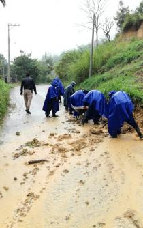 Pierden la vida seis personas, por deslave de cerro en San Pedro Ocotepec