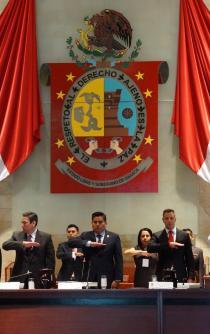 Acude gobernador de Oaxaca a entregar informe al Congreso