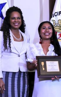 Yalitza Aparicio recibe llave de Panamá