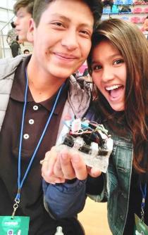Jóvenes oaxaqueños buscan fondos para asistir a concurso internacional de robótica en China