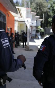 Por bajas pensiones, policías de Oaxaca denuncian que tienen que trabajar hasta los 90 años