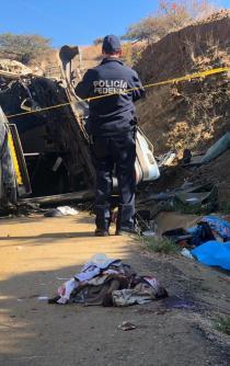 Buscan a familiares de accidentados en  autobús de Huitzo