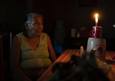 Así es aprender sin luz en la pandemia en Oaxaca