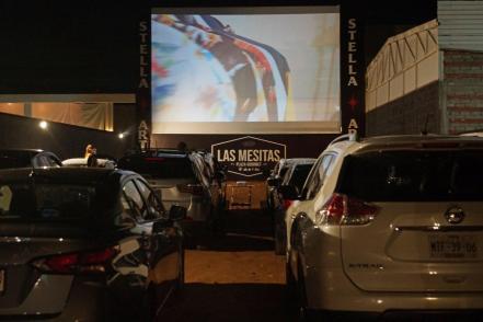 Por pandemia, transforman un mercado gastronómico en el primer autocinema  de Oaxaca | Oaxaca