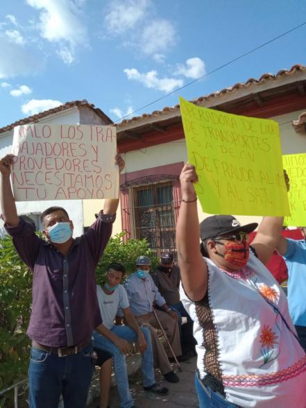 Protestas, tras arribo de AMLO a San Blas